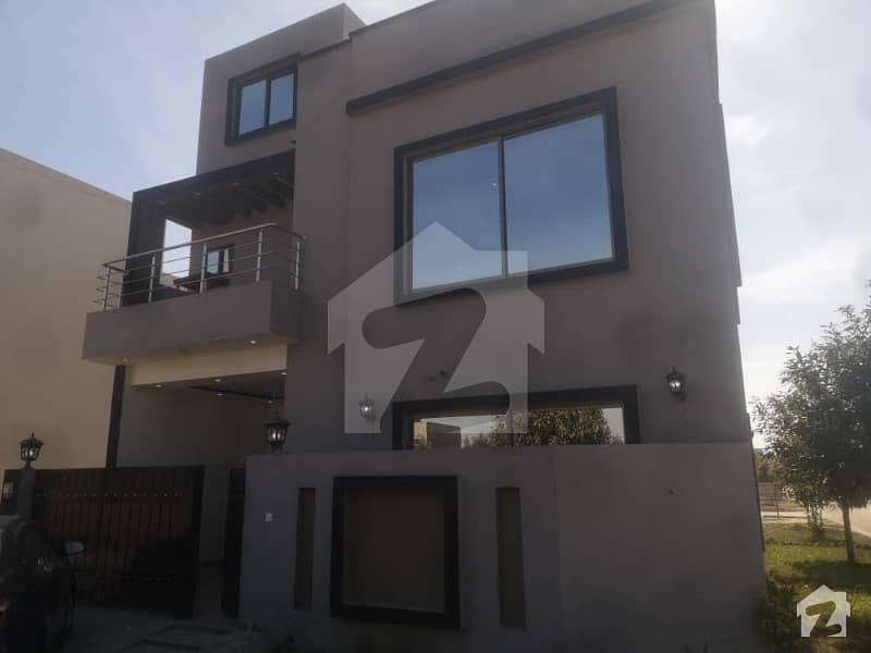 6 Marla Corner House For Sale Near To Mall