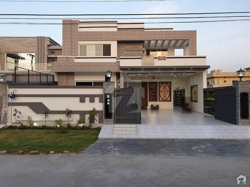 1 Kanal Most Beautiful House Very Hot Location Solid Construction