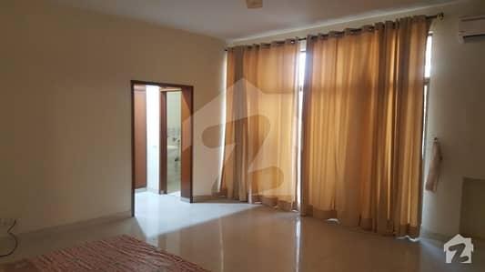 گلبرگ 3 گلبرگ لاہور میں 5 کمروں کا 10 مرلہ مکان 1.3 لاکھ میں کرایہ پر دستیاب ہے۔