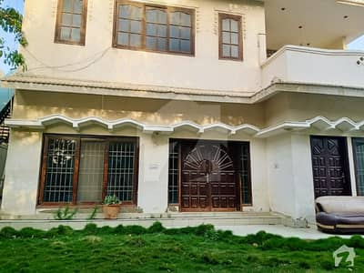600 Yards Bungalow Ground + 1 House For Sale At Near Tariq Road