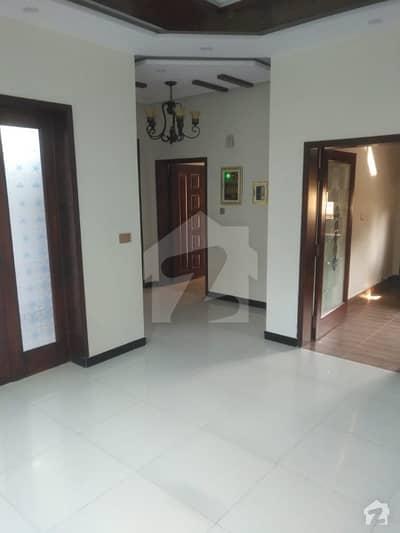 نشیمنِ اقبال فیز 2 نشیمنِ اقبال لاہور میں 5 کمروں کا 10 مرلہ مکان 1.65 کروڑ میں برائے فروخت۔