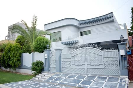 Ultra Modern One Kanal Beautiful Bungalow For Rent Near Park And Market