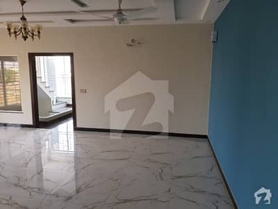 لیک سٹی رائیونڈ روڈ لاہور میں 5 کمروں کا 10 مرلہ مکان 1.7 کروڑ میں برائے فروخت۔