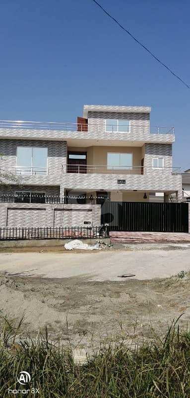 ایم پی سی ایچ ایس - بلاک بی ایم پی سی ایچ ایس ۔ ملٹی گارڈنز بی ۔ 17 اسلام آباد میں 8 کمروں کا 1 کنال مکان 3.45 کروڑ میں برائے فروخت۔