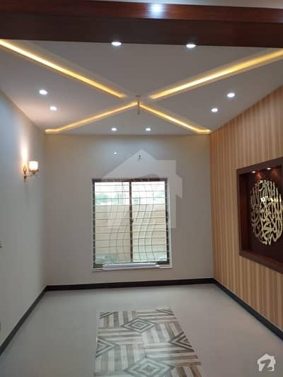 1 Kanal Luxurious House Is Available For Rent