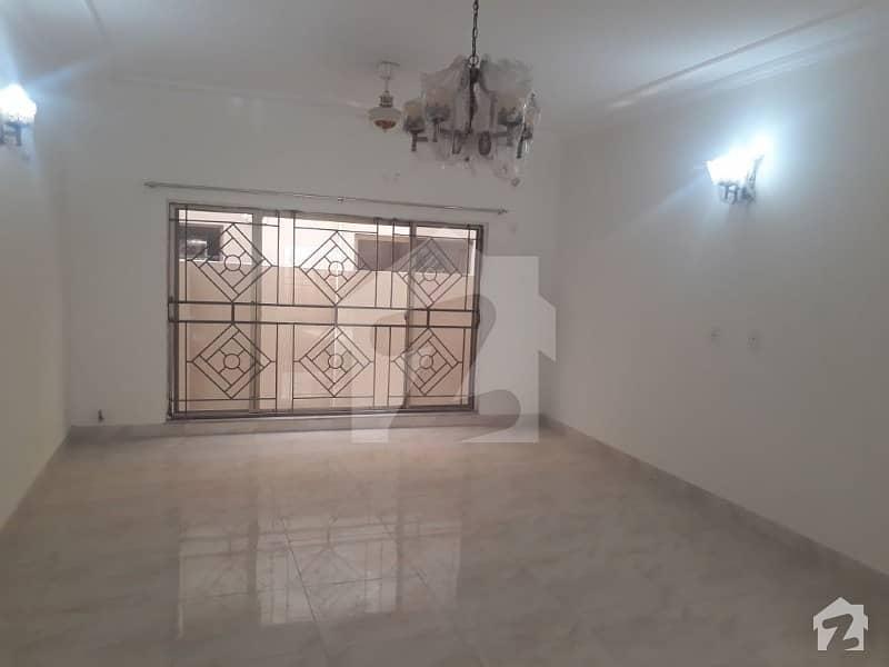 عسکری 10 - سیکٹر ایف عسکری 10 عسکری لاہور میں 5 کمروں کا 19 مرلہ مکان 4.2 کروڑ میں برائے فروخت۔