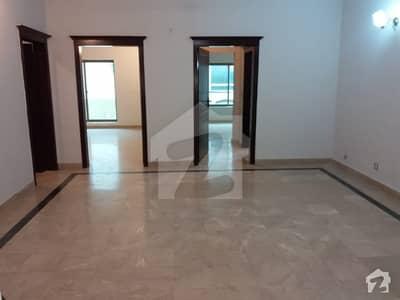 ایف ۔ 11 مرکز ایف ۔ 11 اسلام آباد میں 8 مرلہ مکان 1.6 کروڑ میں برائے فروخت۔