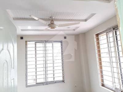 پی ڈبلیو ڈی ہاؤسنگ سکیم اسلام آباد میں 2 کمروں کا 2 مرلہ فلیٹ 30 لاکھ میں برائے فروخت۔