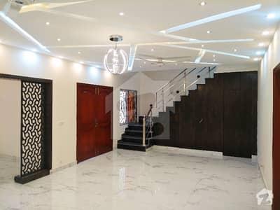 بحریہ ٹاؤن فیز 8 بحریہ ٹاؤن راولپنڈی راولپنڈی میں 4 کمروں کا 7 مرلہ مکان 55 ہزار میں کرایہ پر دستیاب ہے۔