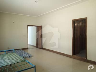 کلفٹن ۔ بلاک 2 کلفٹن کراچی میں 3 کمروں کا 12 مرلہ پینٹ ہاؤس 4.2 کروڑ میں برائے فروخت۔