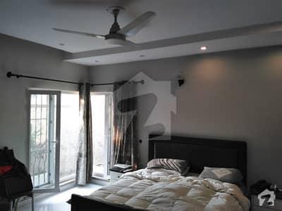 عابد مجید روڈ کینٹ لاہور میں 4 کمروں کا 16 مرلہ مکان 6.45 کروڑ میں برائے فروخت۔