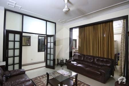 ایگزیکٹو ہائٹس ایف ۔ 11 اسلام آباد میں 3 کمروں کا 11 مرلہ فلیٹ 1.2 لاکھ میں کرایہ پر دستیاب ہے۔
