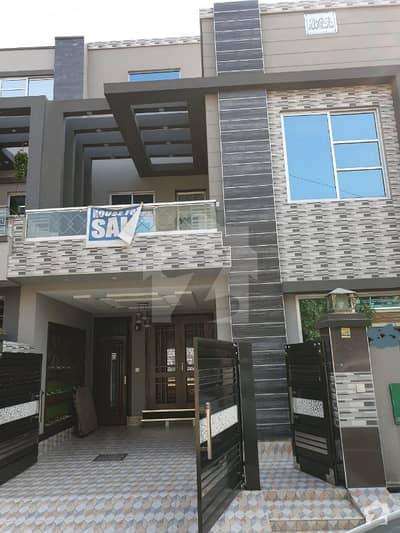 بحریہ ٹاؤن ۔ بلاک اے اے بحریہ ٹاؤن سیکٹرڈی بحریہ ٹاؤن لاہور میں 3 کمروں کا 5 مرلہ مکان 1.55 کروڑ میں برائے فروخت۔