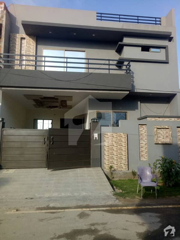 Double Storey Brand New House For Sale In B Block  3 Bedroom.  1 Dyning Room 4 Bathroom   2 Kitchen 2 Tv Lounge 1 Store