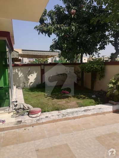 11 Marla Double Storey 3 Bed Drawing Dining Lawn Big Porch Servant Quarter For Rent