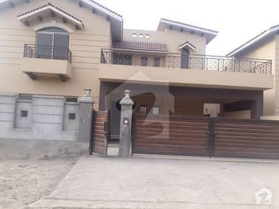 عسکری 10 - سیکٹر ایف عسکری 10 عسکری لاہور میں 5 کمروں کا 1 کنال مکان 4.8 کروڑ میں برائے فروخت۔