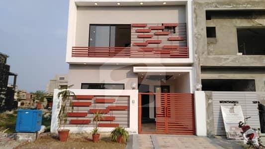 لیک سٹی - سیکٹر M7 - بلاک بی لیک سٹی ۔ سیکٹرایم ۔ 7 لیک سٹی رائیونڈ روڈ لاہور میں 3 کمروں کا 5 مرلہ مکان 1.4 کروڑ میں برائے فروخت۔