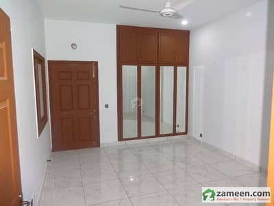 200 Sq Yards Luxury Portion Available For Rent - Near Altamash Institute Of Dental Medicine DHA Phase 4