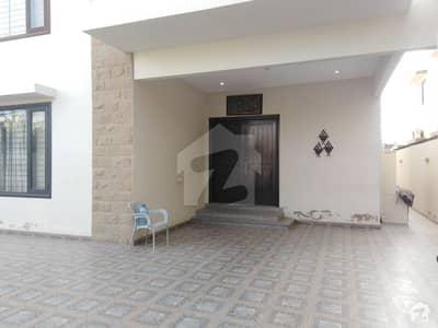 ڈی ایچ اے فیز 6 ڈی ایچ اے کراچی میں 5 کمروں کا 1 کنال مکان 3.25 لاکھ میں کرایہ پر دستیاب ہے۔