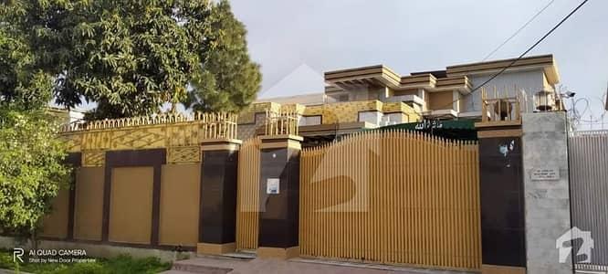 حیات آباد فیز 1 - ای1 حیات آباد فیز 1 حیات آباد پشاور میں 11 کمروں کا 2 کنال مکان 8 کروڑ میں برائے فروخت۔