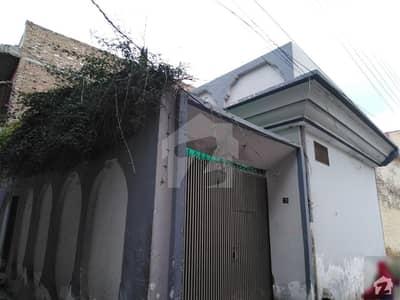 عید گاہ روڈ پشاور میں 2 کمروں کا 5 مرلہ مکان 15 ہزار میں کرایہ پر دستیاب ہے۔