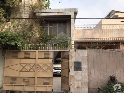 House Is Avaiable For Sale In 13 A Salik Street