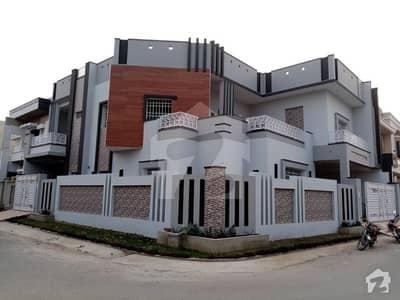 رزاق ولاز ہاؤسنگ سکیم ساہیوال میں 6 کمروں کا 12 مرلہ مکان 2.5 کروڑ میں برائے فروخت۔
