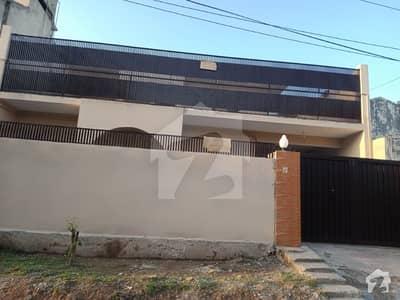 حیات آباد فیز 1 - ای3 حیات آباد فیز 1 حیات آباد پشاور میں 5 کمروں کا 10 مرلہ مکان 50 ہزار میں کرایہ پر دستیاب ہے۔