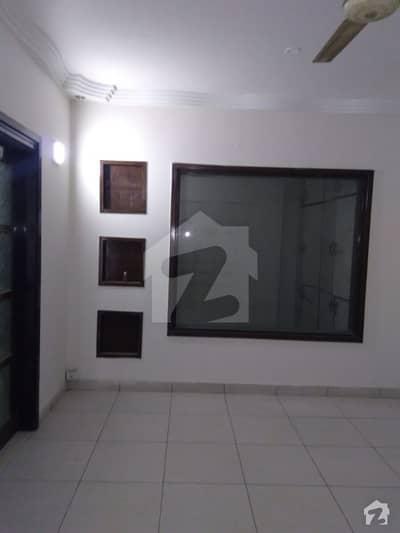 عامل کالونی کراچی میں 3 کمروں کا 9 مرلہ فلیٹ 65 ہزار میں کرایہ پر دستیاب ہے۔