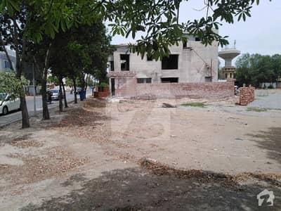 بحریہ ٹاؤن چمبیلی بلاک بحریہ ٹاؤن سیکٹر سی بحریہ ٹاؤن لاہور میں 1.3 کنال رہائشی پلاٹ 2.8 کروڑ میں برائے فروخت۔