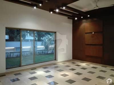 سرور کالونی کینٹ لاہور میں 6 کمروں کا 2 کنال مکان 2.6 لاکھ میں کرایہ پر دستیاب ہے۔
