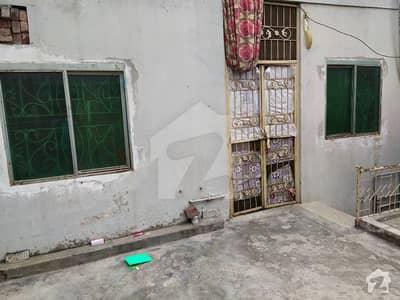 غازی روڈ کینٹ لاہور میں 2 کمروں کا 4 مرلہ بالائی پورشن 14 ہزار میں کرایہ پر دستیاب ہے۔