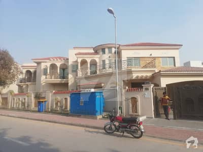 22 Marla Upper portion corner house for rent in Bahria town Lahore