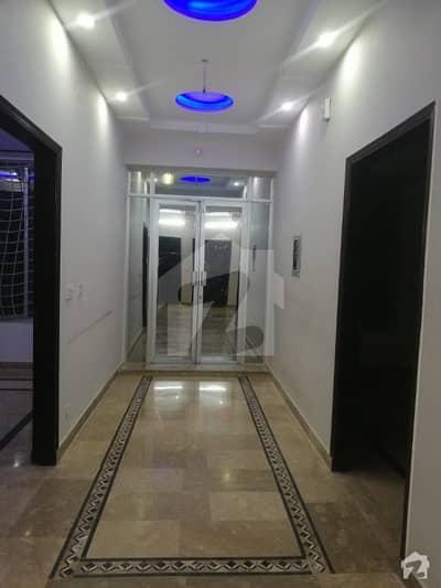 گلبرگ 3 گلبرگ لاہور میں 4 کمروں کا 6 مرلہ بالائی پورشن 45 ہزار میں کرایہ پر دستیاب ہے۔