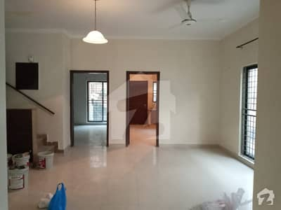پیس وُوڈلینڈز بیدیاں روڈ لاہور میں 4 کمروں کا 9 مرلہ مکان 55 ہزار میں کرایہ پر دستیاب ہے۔