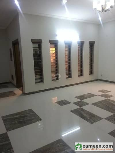 Engineers International Offers 3 Bed Rooms Upper Portion