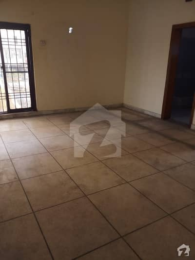 10 Marla Lower Portion For Rent In Model Town