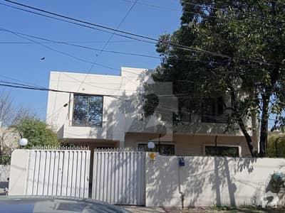 مین بلیوارڈ گلبرگ گلبرگ لاہور میں 5 کمروں کا 1.67 کنال مکان 2 لاکھ میں کرایہ پر دستیاب ہے۔