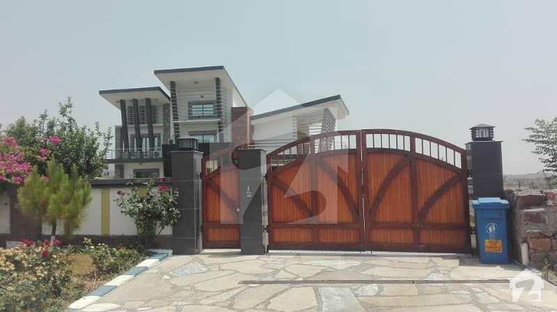 ناول فارمز ہاؤسنگ سکیم اسلام آباد میں 9 کمروں کا 10 کنال فارم ہاؤس 15 کروڑ میں برائے فروخت۔