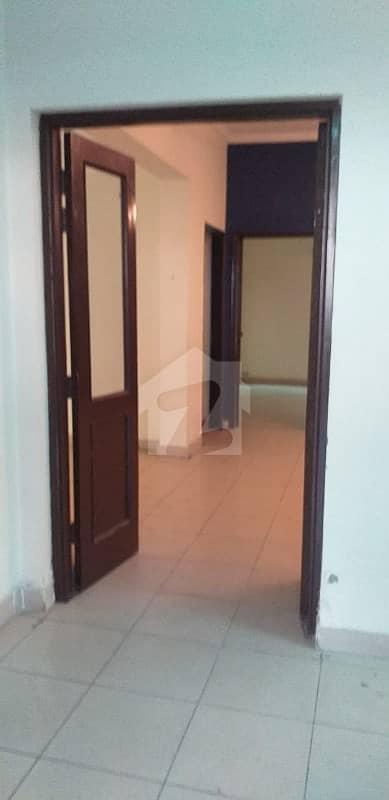 عسکری 10 - سیکٹر ڈی عسکری 10 عسکری لاہور میں 5 کمروں کا 10 مرلہ مکان 70 ہزار میں کرایہ پر دستیاب ہے۔