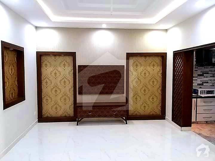 ڈی ایچ اے فیز 8 ڈی ایچ اے کراچی میں 4 کمروں کا 5 مرلہ مکان 1.3 لاکھ میں کرایہ پر دستیاب ہے۔