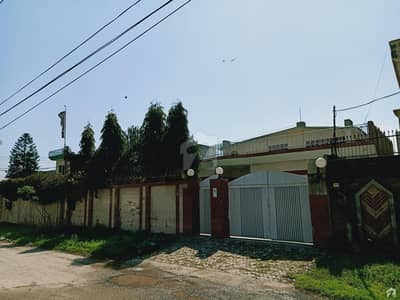 ماڈل ٹاؤن گجرات میں 5 کمروں کا 1.1 کنال مکان 1.75 کروڑ میں برائے فروخت۔