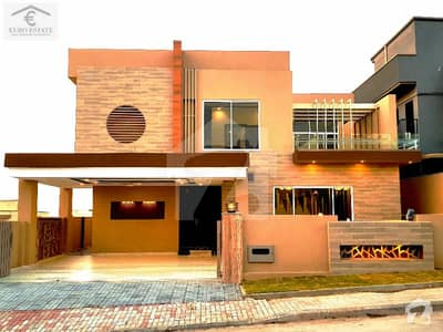 Stylish 1 Kanal 5 Bed House For Sale