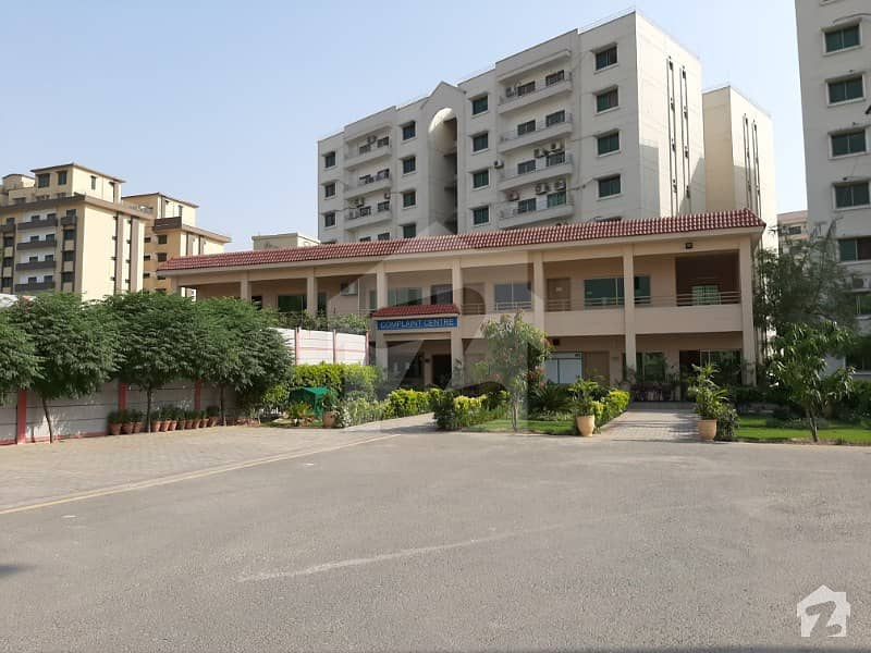 12 Marla 4 Bed New Flat Available For Rent In Askari Xi Lahore