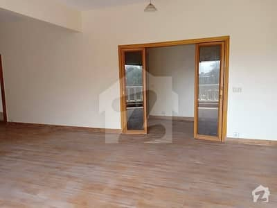 Fully Renovated 2600 Square Feet 3 Bed Apartment Available For Sale
