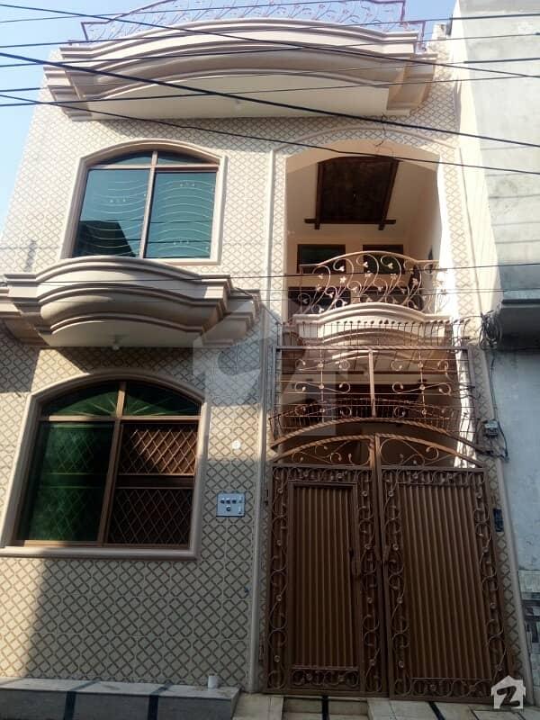شیرشاہ کالونی - راؤنڈ روڈ لاہور میں 3 کمروں کا 3 مرلہ مکان 27 ہزار میں کرایہ پر دستیاب ہے۔