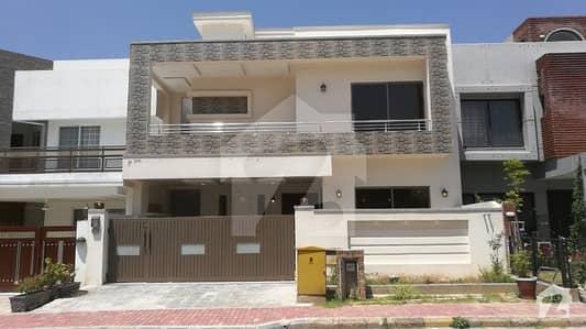 بحریہ ٹاؤن فیز 8 ۔ بلاک بی بحریہ ٹاؤن فیز 8 بحریہ ٹاؤن راولپنڈی راولپنڈی میں 5 کمروں کا 10 مرلہ مکان 2.25 کروڑ میں برائے فروخت۔