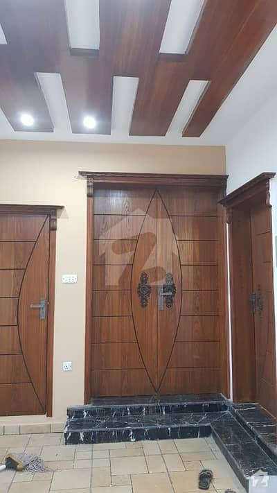 عسکری 10 عسکری لاہور میں 4 کمروں کا 10 مرلہ مکان 2.5 کروڑ میں برائے فروخت۔
