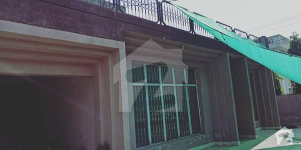 Corner 1 Kanal House Available For Sale Near To Park