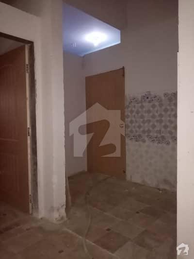 عزیز آباد گلبرگ ٹاؤن کراچی میں 2 کمروں کا 5 مرلہ زیریں پورشن 55 لاکھ میں برائے فروخت۔